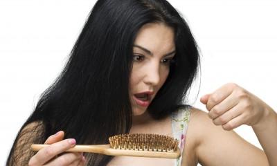 ilustracja do artykułu Wypadające włosy zmorą kobiet i mężczyzn.